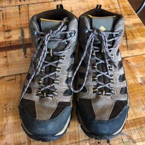 Columbia Crestwood hiking boots